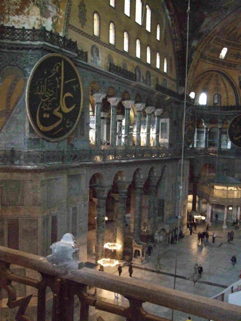 Die Hagia Sophia. 1000 Jahre lang Symbol der christlichen Ostkirche. 1453 eindeutig zur Moschee gemacht.